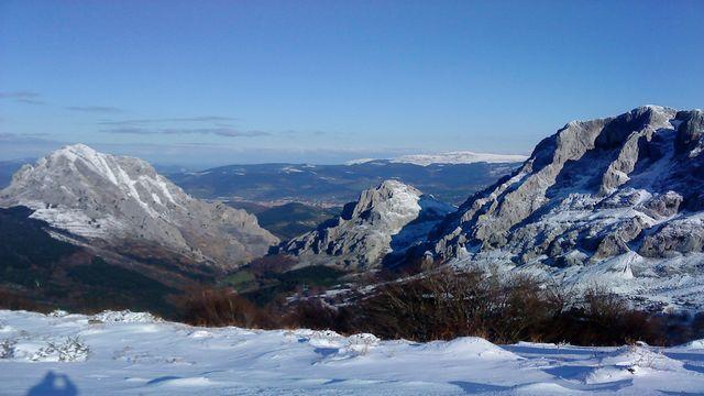 2012-2-12. Alluitz (1040m). Amboto Mendizerra